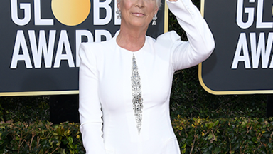 Jamie Lee Curtis's incredible before & after Golden Globes transformation has Twitter in meltdown