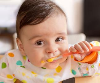 9 month old: Learning to self-feed