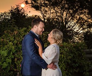 How a bushfire-ravaged community rallied together to save this couple's wedding day