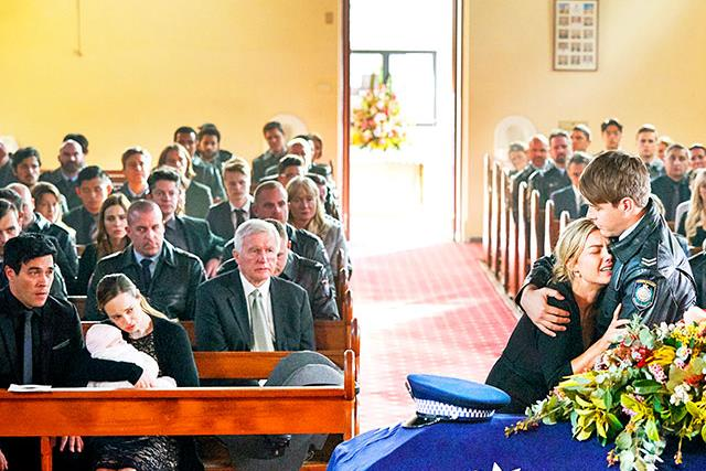 Home and Away's Jasmine breaks down at Robbo's funeral as Summer Bay says goodbye