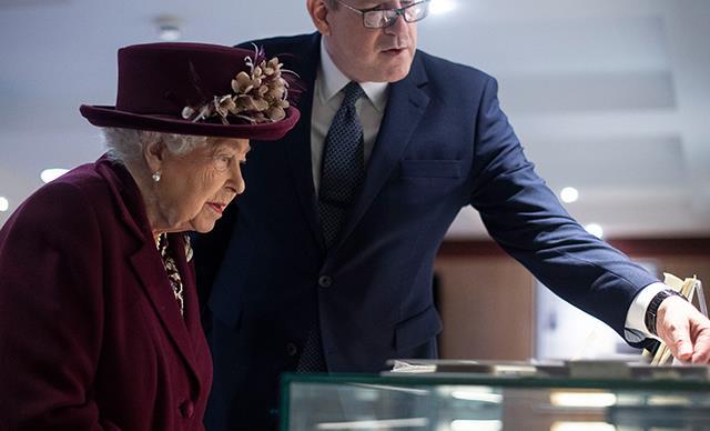 女王要向皇室家族效忠,威廉·盖茨的未来,让她知道他的未来