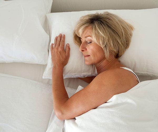 A sleep expert reveals the easy tricks to getting a good night's sleep