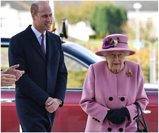 The Queen & Prince William step out for the first time together since lockdown - with a fascinating catch