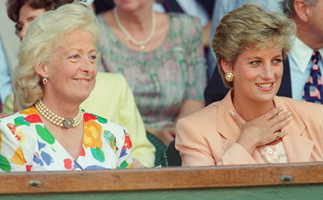 Charles Spencer has shared a new photo of his late mother, and royal fans are stunned by the resemblance to Princess Diana