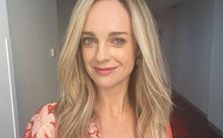 Home and Away's Penny Mcnamee sizzles in her new 80s hair makeover and this sultry look can easily be achieved at home