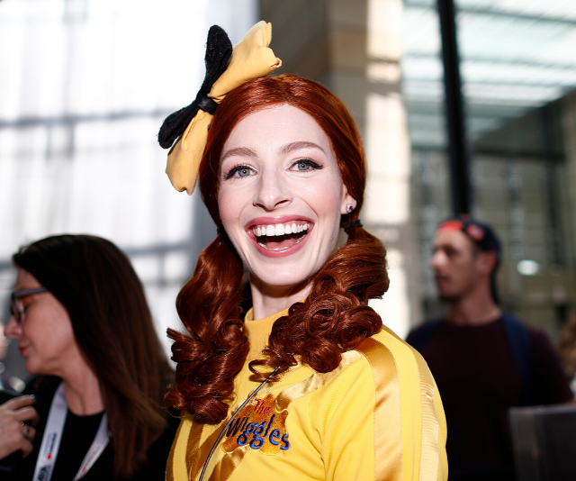 Yellow Wiggle Emma Watkins shows off a dramatic new look as the iconic Iris Apfel