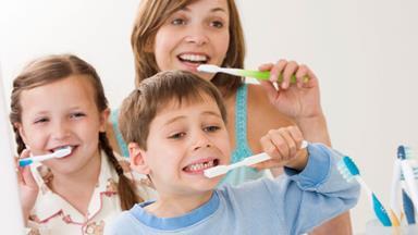 How to brush kids' teeth