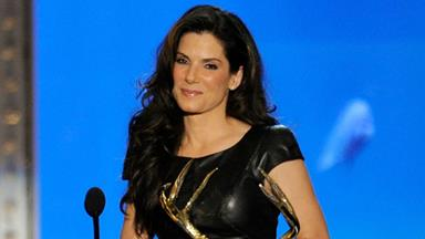 Sandra Bullock jokes about Jesse James' infidelity