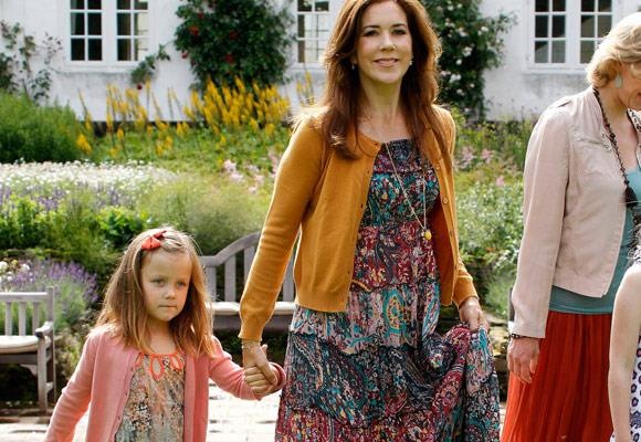 Six-year-old Princess Isabella looks more and more like her mum Princess Mary as she gets older!    We love thier matching style too!