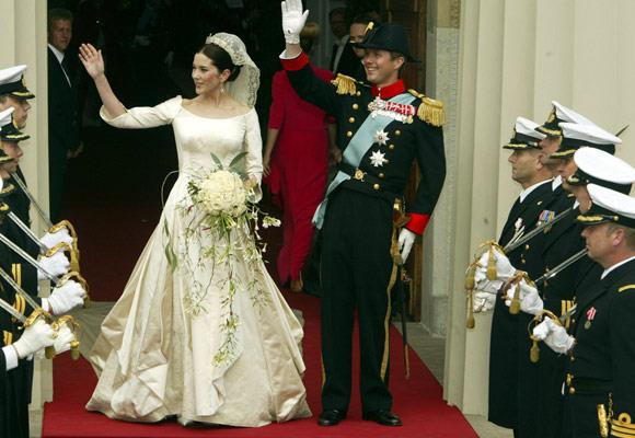 Princess Mary was married in 2004 in a dress designed by Danish designer Uffe Frank. It is made up of long panels that open 10cm from the waist. The gown was sewn in such a way that between each panel old lace, which is almost 100 years old, can be seen.