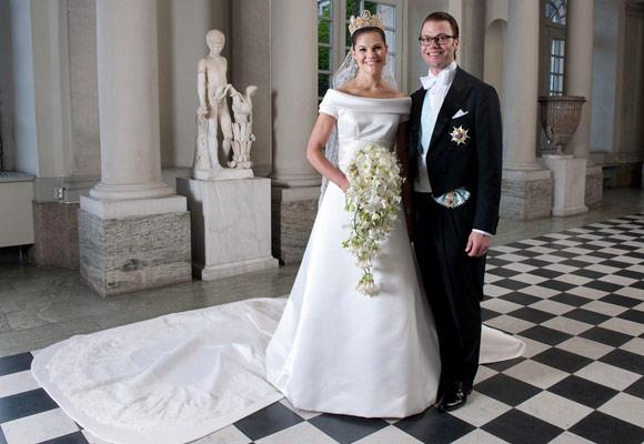 Princess Victoria's dress was made from cream-coloured duchess silk satin and her shoes were made in the same fabric. The sophisticated short-sleeved gown had a turned-out collar, which followed the rounded neckline.  The back of the dress was V-shaped with covered buttons and had a five metre long train.