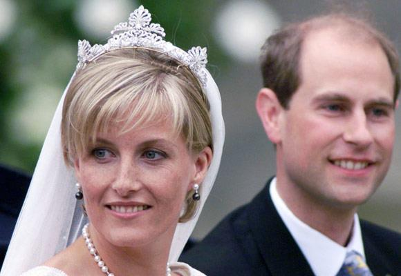 Princess Sophie's diamond tiara was chosen for her by the Queen from her own private collection. It was then designed and remodelled by the Crown Jeweller, David Thomas, for the 1999 wedding.