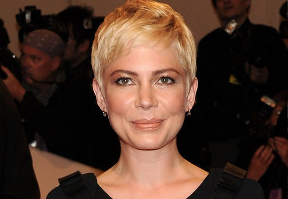 Although it looks simple, Michelle William's textured pixie cut has a lot more to it. It frames her face perfectly and shows off her beautiful bone structure.