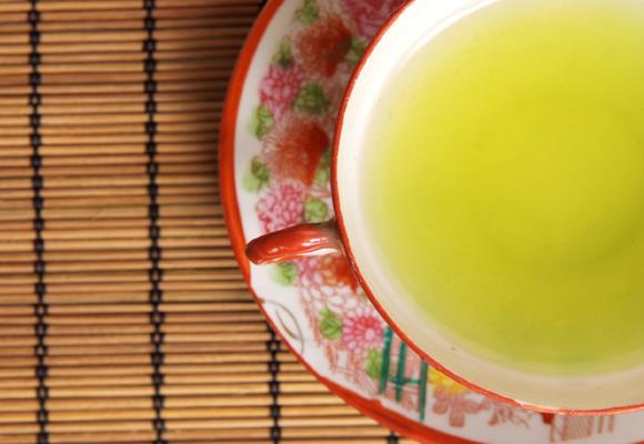 Like coffee, green tea contains plenty of helpful antioxidants. It also helps to boost your metabolism if consumed on a daily basis, which can help to speed up your body's fat-burning mechanism — as much as a 40 percent increase in some cases!
