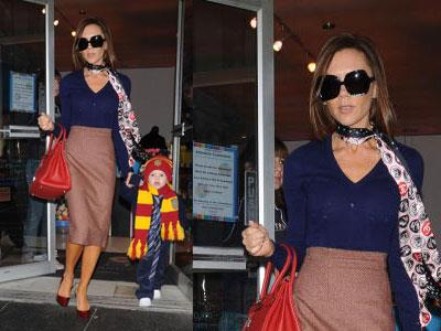 A chic Victoria takes son Cruz to famous New York toy store FAO Schwartz in 2007.