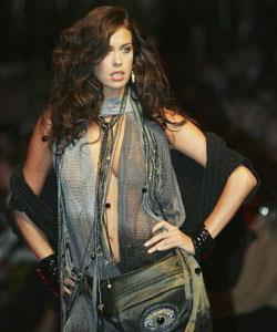 Megan shows her versatility in this high-octane number at the DJs Autumn/Winter 2007 launch.