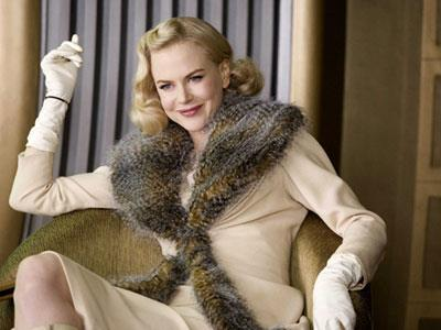 Nicole Kidman in another scene of *The Golden Compass* — the wardrobe department managed to disguise Nic's baby bump.