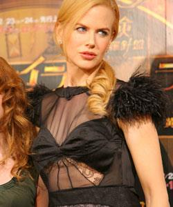 """Nicole looks every bit the """"yummy mummy"""" at the press conference for the film *The Golden Compass* in Tokyo, Japan."""