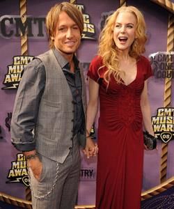 ...with the sparks between Keith and Nicole apparent in this picture from CMT Music Awards red carpet — the intertwined fingers, the happy, open facial expressions would all indicate a very cosy couple.
