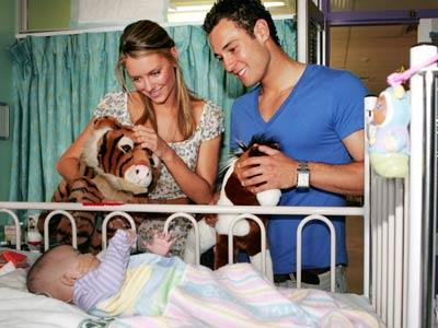 Jennifer and Jake visit the Children's Hospital in Randwick to hand out Lovable Teddy Bears.