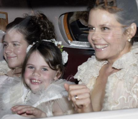 Isabella rides alongside her aunt, Antonia, and young cousin on the way to Nicole's 2006 wedding to Keith Urban.