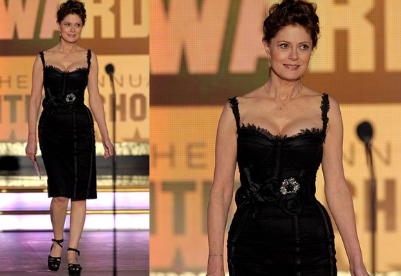 Sexy 63-year-old Susan Sarandon hit headlines recently when her relationship with long-time beau with actor Tim Robbins ended at the end of 2009. Since then she has stepped out looking fabulous and in the company of a much younger man!