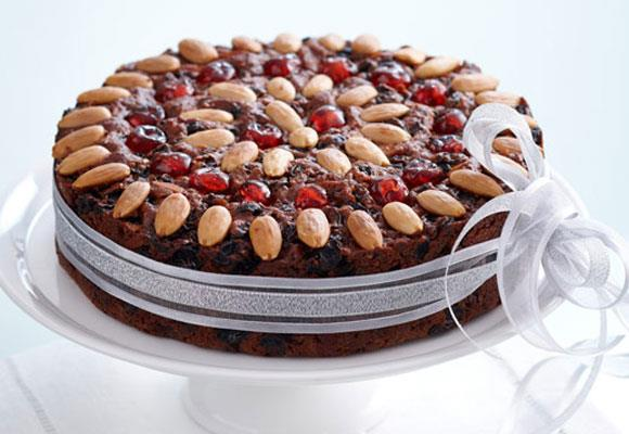 """**Cheat's Christmas cake** <br><br> A cake you don't have to be a MasterChef to bake.  <br><br> [**Read the full recipe here**](https://www.womensweeklyfood.com.au/recipes/cheats-christmas-cake-17636