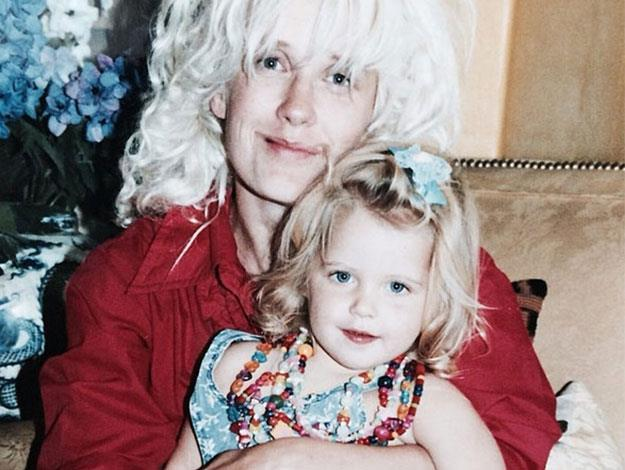 Before she died, Peaches Geldof posted a series of pictures showing herself as a child with her late mother, Paula Yates, on instagram.