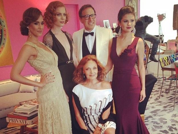 Jessica alba posts,The#Queen of #fashion#metball2014 #metgala #metball #davidorussell
