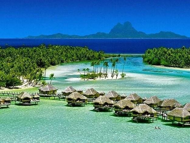 Mila and Ashton enjoyed a romantic island getaway in French Polynesia.