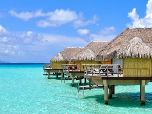 Le Taha'a Island Resort & Spa hosts beautiful suites on the lagoon and villas.