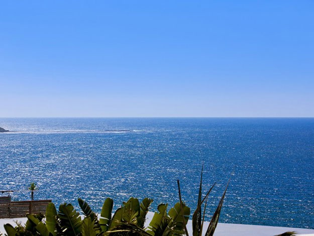 Imagine waking up to these stunning water views every day!