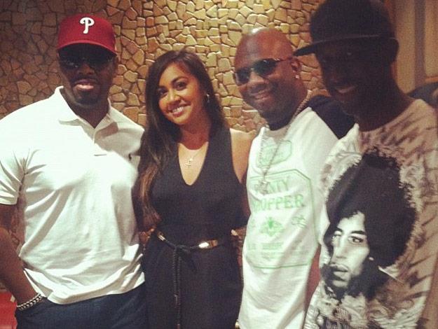 Jess poses with 90s rap group Boyz II Men.