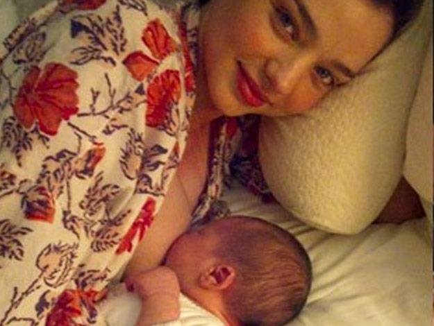 Back in 2011,Miranda Kerr tweeted this pic of herself breastfeeding her son, Flynn, in a red robe.