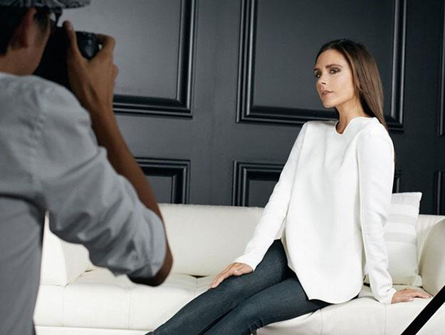 Victoria stuck to a simple, crisp white top and jeans for her photoshoot with theOutnet. (Image via @theoutnet)