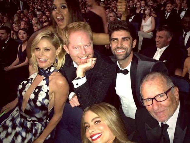 Kerry Washington photo bombed the cast of Modern Family in this Instagram snap taken by Sofia Vergara.
