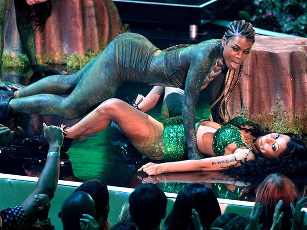 That wasn't Nicki Minaj's only mishap either. One of her back-up dancers was reportedly bitten by the giant snake that was originally going to accompany Nicki onstage for her song Anaconda.
