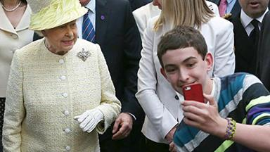 "Queen Elizabeth finds selfies ""disconcerting"""