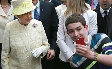 """Queen Elizabeth finds selfies """"disconcerting"""""""