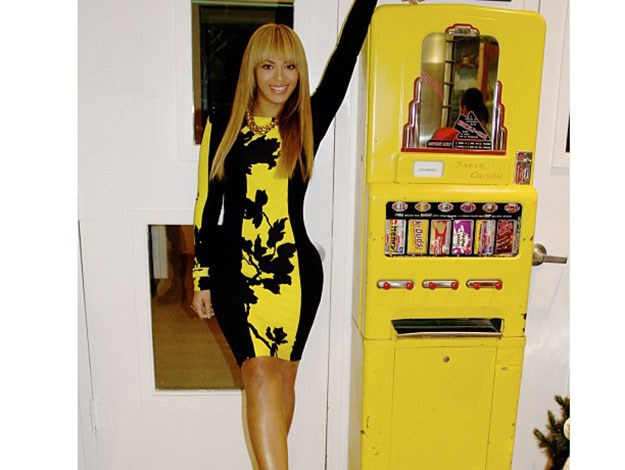 Camouflage....Beyonce blending in with her surroundings!