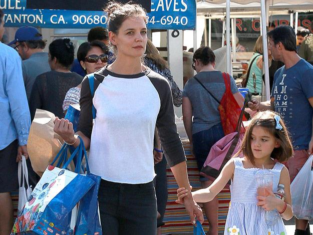 Katie and Suri enjoyed a day at the farmer's markets in their new home town of Calabasas.