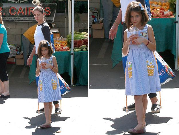 Suri sipped on a pink lemonade as her mum purchased fresh produce.