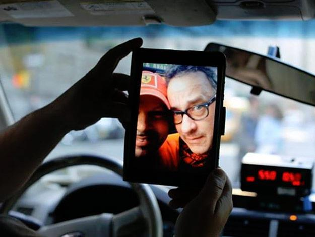 Actor Tom Hanks made one lucky New York cab driver's day when he unknowingly gave the two-time Oscar winner a lift.