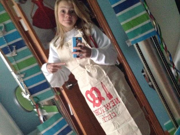 Ashlyn showed off this NYC apron she got from Taylor (via myherotaylor.tumblr.com)