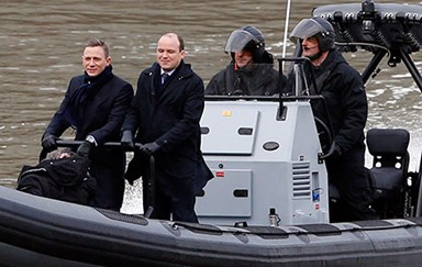 First Look: Daniel Craig films new 007 on London's Thames