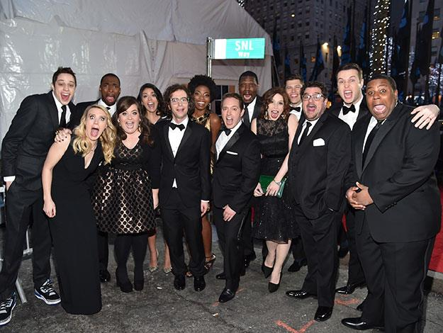 The current SNL cast strike a pose on the red carpet.