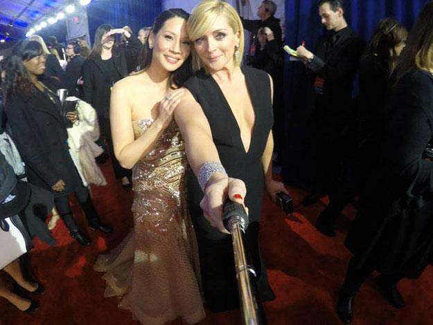 Lucy Lie strike a pose with 30 Rock's Jane Krakowski