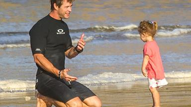 Chris Hemsworth hits the beach!