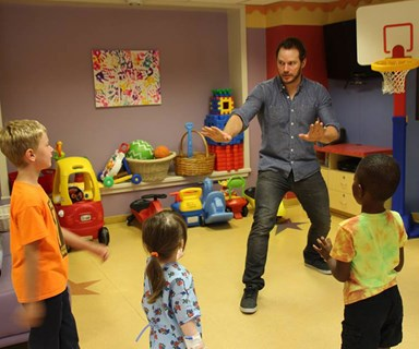 What a guy! Jurassic World star Chris Pratt entertains sick children
