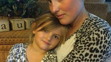 This little girl inspires her mum to keep fighting cancer with a touching song